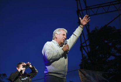 Tabaré Vázquez durante um comício em Montevidéu, em 12 de outubro.