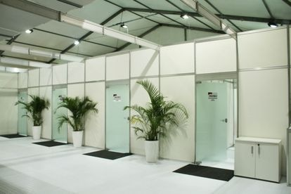 Área de consultórios do hospital de campanha.