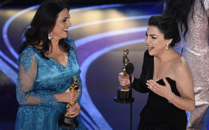 Melissa Berton e Rayka Zehtabchi, vencedoras do Oscar de melhor documentário curta com 'Absorvendo o Tabu' ('Period. End of Sentence'), sobre menstruação.