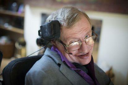 Depois de três anos de trabalho, engenheiros da Intel criaram a nova cadeira de rodas conectada com a qual Hawking poderá comunicar seu gênio.