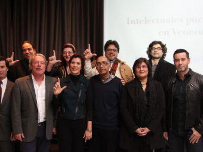 Dez dos membros da Caravana pela Liberdade, nesta sexta-feira em Madri.