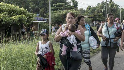 A caravana migrante, a seu passo por México.