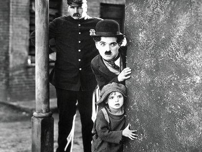 Jackie Coogan e Charles Chaplin em 'O Garoto'. Em vídeo, trailer da versão restaurada.