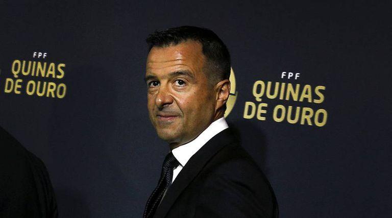 Jorge Mendes, ao receber um prêmio.