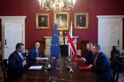 O ministro britânico do Brexit, David Frost (à esquerda), durante uma reunião com o vice-presidente da Comissão Europeia, Maros Sefcovic, em Londres, em 9 de junho.