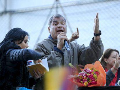 O ex-presidente equatoriano Rafael Correa durante um comício.