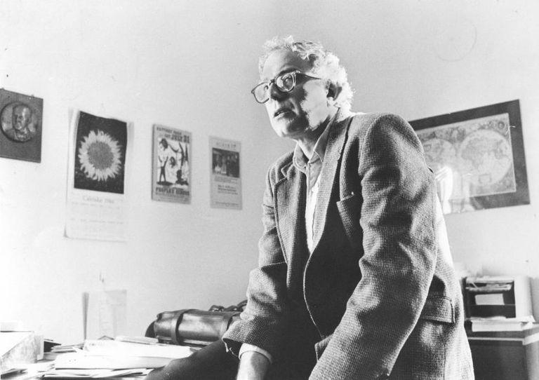 O prefeito Bernie Sanders em 1º de março de 1985, em seu escritório na Prefeitura de Burlington. Em vídeo, análise dos pontos fortes e fracos de Sanders como candidato nas primárias democratas.