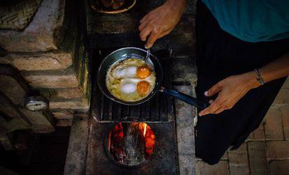 """Ana Paula de Santana: """"Cozinhar a lenha é uma forma de resistência""""."""