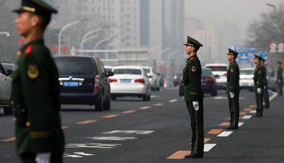 Esquema de segurança na avenida Changan, em Pequim.