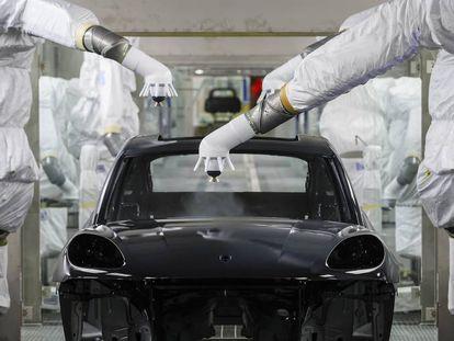A automatização na indústria automobilística (na imagem, fábrica da Porsche em Leipzig) não impede a criação de novos postos de trabalho.