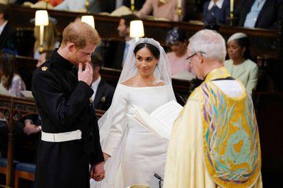 Harry e Meghan, muito emocionados durante a cerimônia.