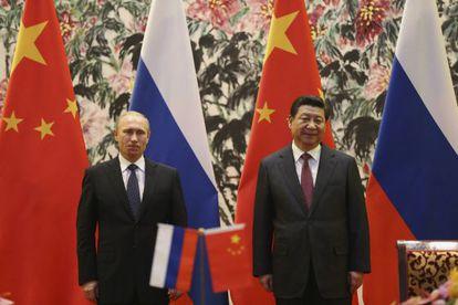 O presidente russo, Vladimir Putin, e seu homólogo, Xi Jinping, no encontro de domingo em Pequim.