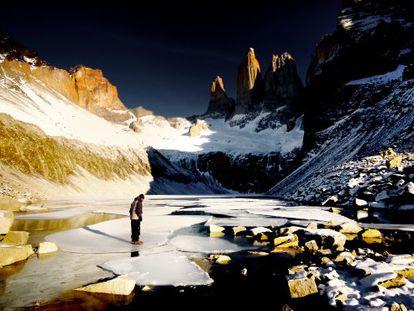 O parque nacional de Torres del Paine, um surpreendente território de montanhas afiadas, vales, glaciares, rios e lagos ao sul de Chile.