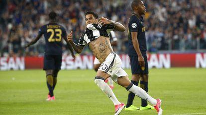 Daniel Alves marcou o segundo gol da Juventus.