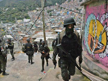 O Exército na favela da Rocinha