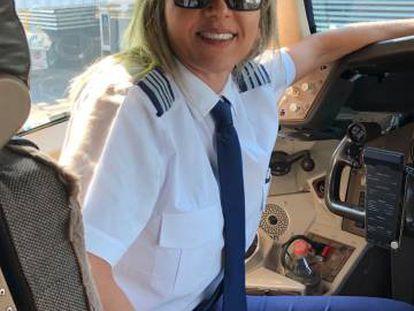 Jaqueline Ortolan Arraval é comandante pela empresa aérea Latam