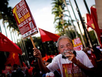 Apoiadores do ex-presidente Lula participam de ato pelo Dia do Trabalho, em 1º de maio deste ano, em São Paulo.