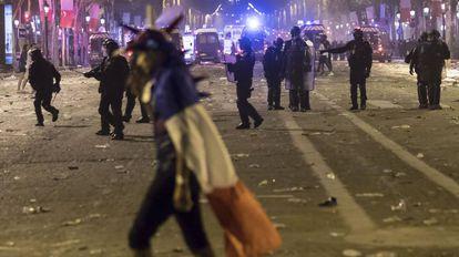 Um morto, saques, confrontos e quase 300 detidos na França na comemoração do título da Copa.
