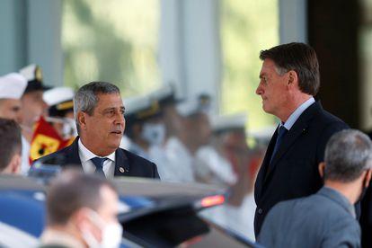 O general e ministro da Defesa Walter Braga Netto e o presidente Jair Bolsonaro, em fotografia tirada após uma reunião em Brasília em 22 de julho.
