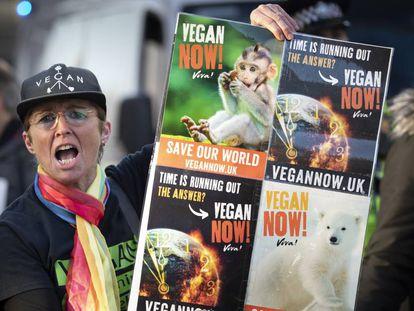 Cartaz a favor do veganismo em manifestação do Fridays for Future em Leeds (Reino Unido).