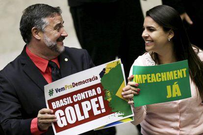 Deputados Paulo Pimenta (PT-RS) e Mariana Fonseca (PSDB-RO) durante os debates do impeachment.