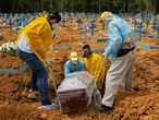 TOPSHOT - A burial takes place in an area reserved for COVID-19 victims at the Nossa Senhora Aparecida cemetery in Manaus, Brazil, on January 5, 2021. (Photo by MICHAEL DANTAS / AFP)