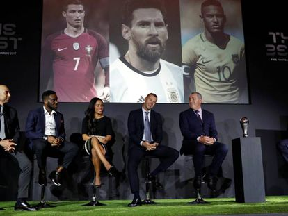 Roberto Di Matteo, Jay-Jay Okocha, Alex Scott, Andriy Shevchenko e Peter Shilton durante o anúncio dos finalistas ao The Best FIFA.