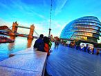 El mítico Tower Bridge sobre el Támesis y el distintivo globo de cristal del City, del arquitecto Norman Foster.