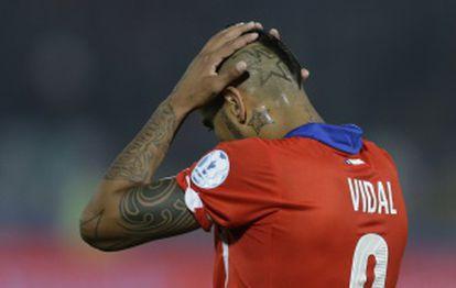 Vidal lamenta-se durante o jogo contra o México.