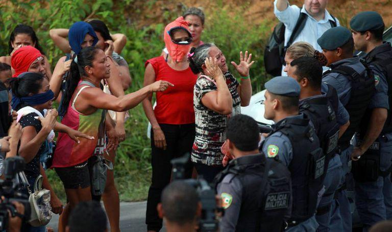 Parentes dos mortos na chacina de Manaus.