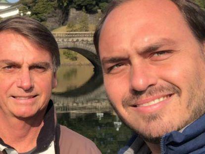 Bolsonaro e o filho Carlos.