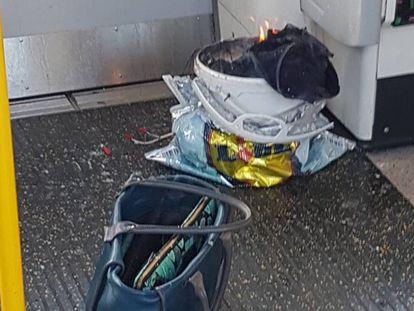A suposta origem da explosão: um cubo branco dentro de uma sacola de plástico.