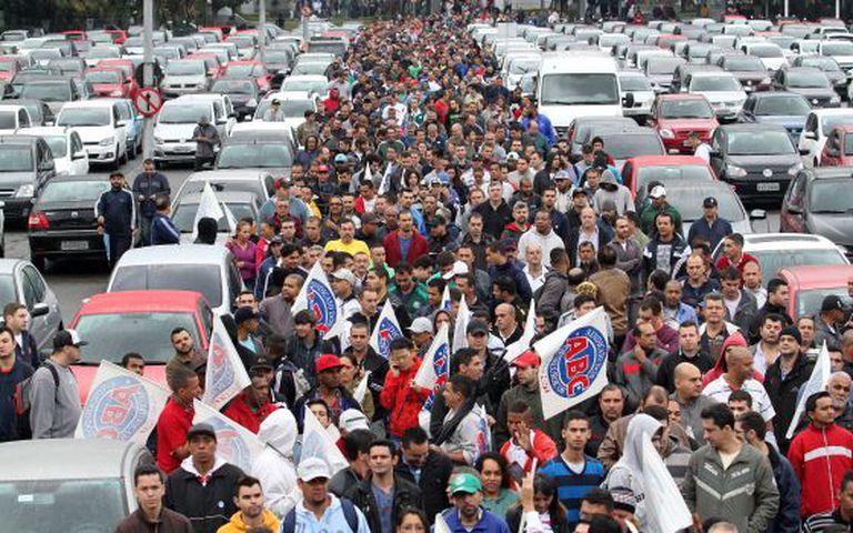 Protesto do Dia Nacional de Paralisação em frente à Volkswagen, em São Bernardo do Campo, São Paulo.