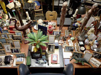 Uma das mesas do estúdio de Darboven, a quem o Reina Sofía dedicou uma exposição em 2015, recriando a metódica desordem de seu lugar de trabalho.