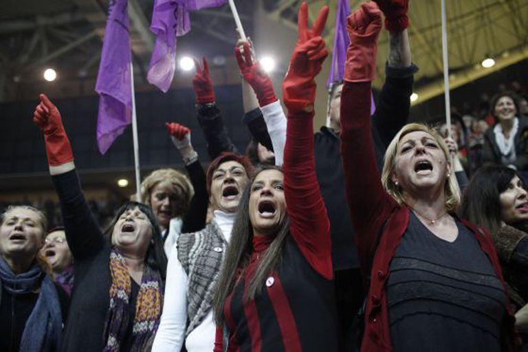 Faxineiras protestam em Atenas.