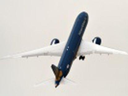 Boeing foi a estrela da abertura do salão de Paris fazendo decolar como um foguete um 787 Dreamliner da Vietnam Airlines