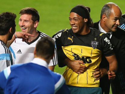 Messi e o sósia do Ronaldinho.