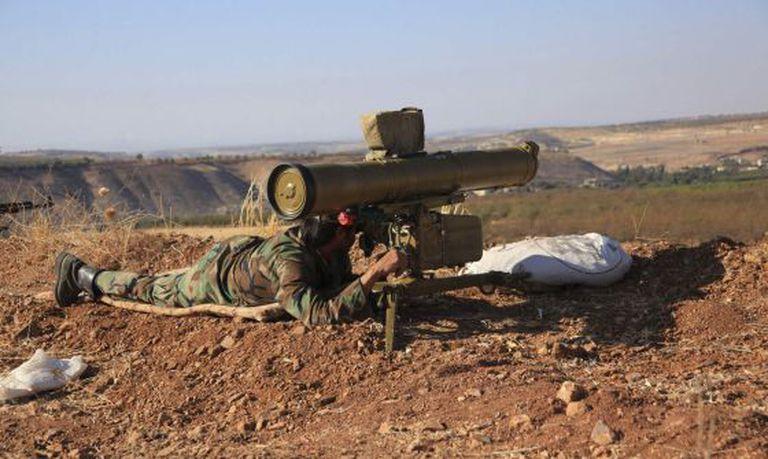 Um soldado do Exército sírio, em Hama.