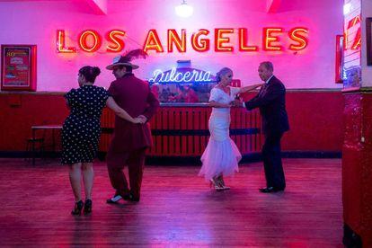 No dia 27 de julho de 2017 o Salon Los Angeles, Bairro Guerrero, Cidade do Mexico, Mexico. Dois dias depois, completou 80 anos. É o salão de dança mais antigo da cidade. @thaysbittar