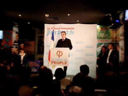 Mélenchon fala ontem à noite depois de sua derrota em Paris