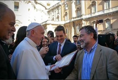 Virgilio Viana com o papa Francisco no Vaticano.
