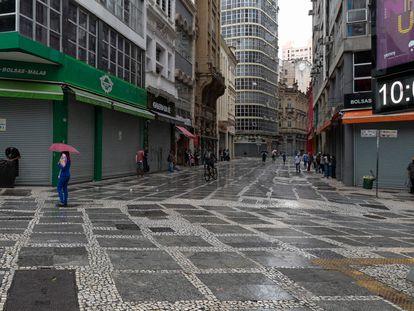 Comércios fechados pela quarentena no centro de São Paulo, em 6 de março de 2021.