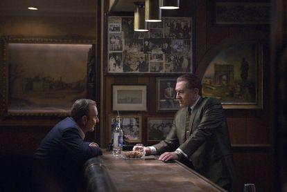 Joe Pesci e Robert De Niro em uma cena de 'O Irlandês'.