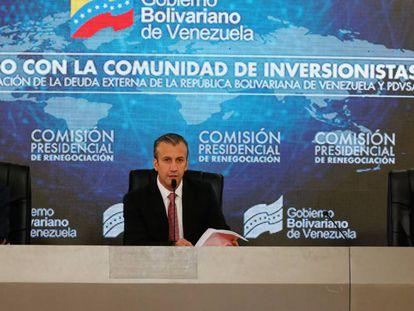 O vice-presidente venezuelano, Tarek El Aissami (no centro), durante encontro com credores nacionais da Europa, Estados Unidos e outras partes do mundo