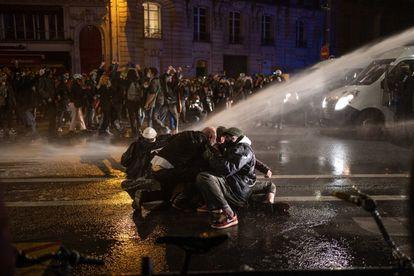 Protesto em 17 de novembro em Paris contra a nova lei de segurança.