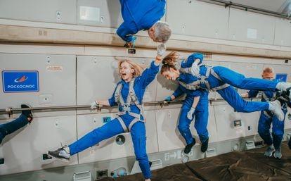 A equipe principal e a equipe suplente treinam para gravar 'O desafio' no espaço