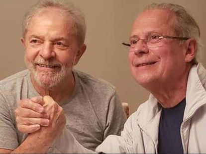 Lula e Dirceu após serem libertados em Curitiba nesta sexta.