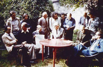 Integrantes da OuLiPo em fotografia de 1975, em Boulogne (França).