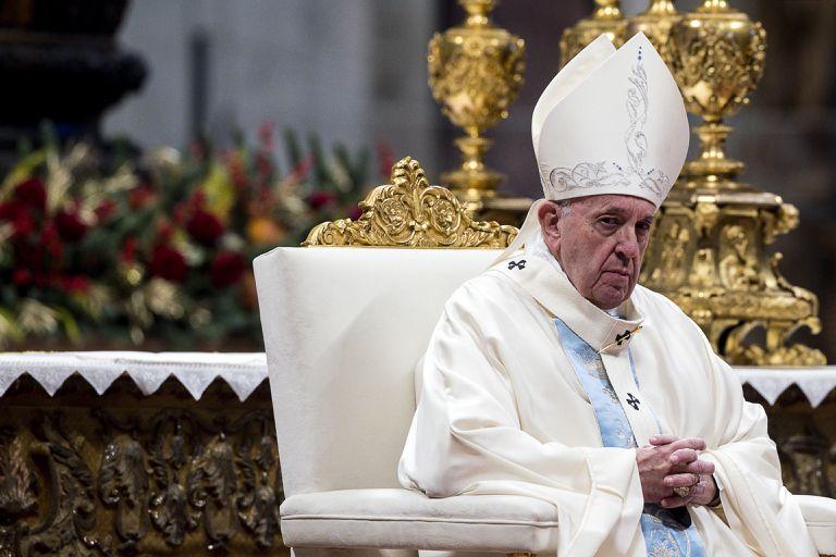 O papa Francisco celebra a primeira missa do ano, no Vaticano.