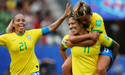 Cristiane marcou três gols para o Brasil na estreia.